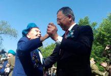 Аким ЮКО станцевал с Анной Шалей под военные песни