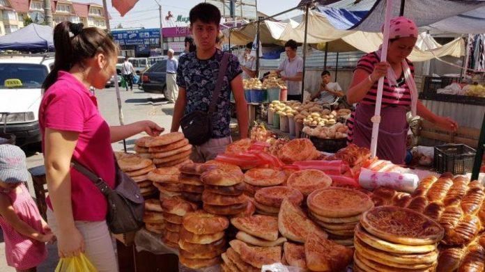 В Шымкенте пекут и продают хлеб в антисанитарных условиях