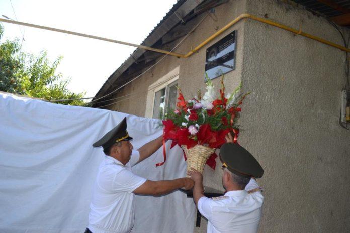 В Шымкенте установили мемориальную доску героям-огнеборцам