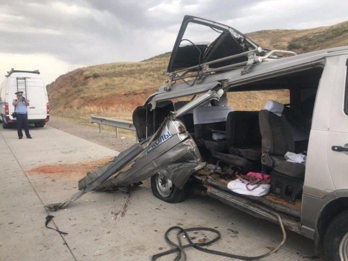 ДТП, в котором пострадали 10 человек и трое скончались, произошло в Туркестанской области