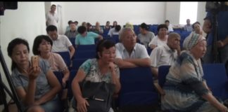 Учителя Сарыагашского района устроили сход, чтобы решить свои проблемы