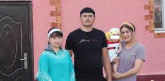 мужчина проживает с 2-мя женами