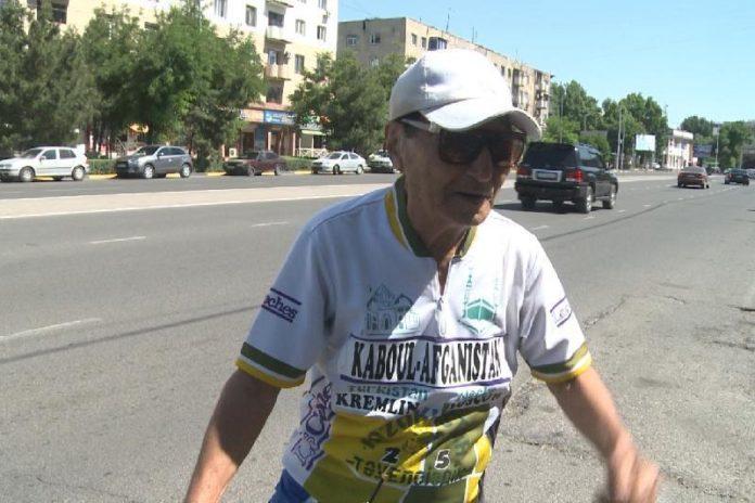 78-летний велосипедист из Шымкента выехал в Узбекистан