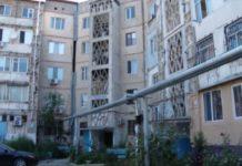 Двор многоэтажки в Шымкенте