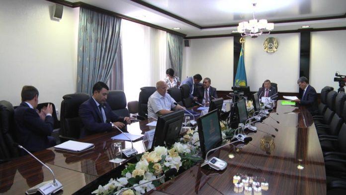 Проходят заседания постоянных комиссии областного маслихата