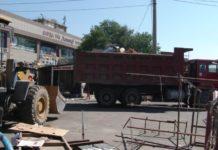 В Шымкенте по улице Толе би идет снос торговых киосков