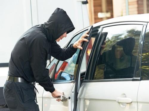 Ограбление и угон машины