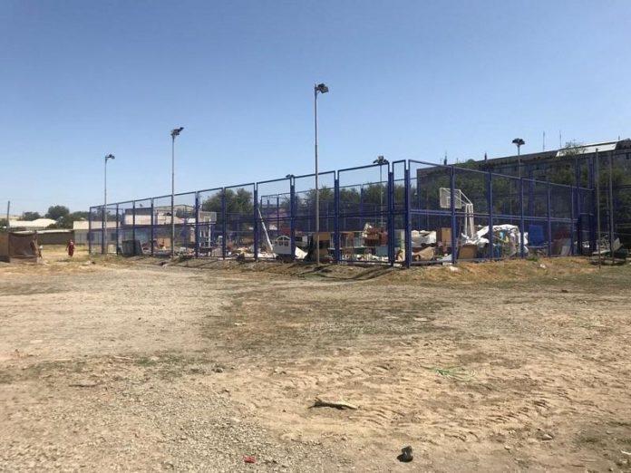 Учителей в Шымкенте заставили доделывать ремонт в школе