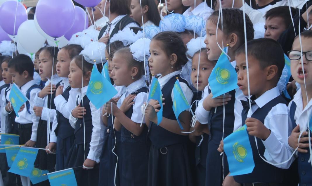 В 133 школах Шымкента прозвучал первый звонок