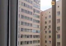 Астанчанин поймал ребенка, упавшего с 10-го этажа