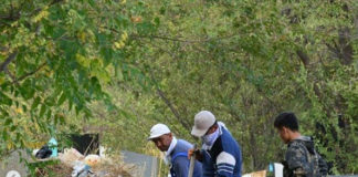 На кладбищах Шымкента наводят в порядок