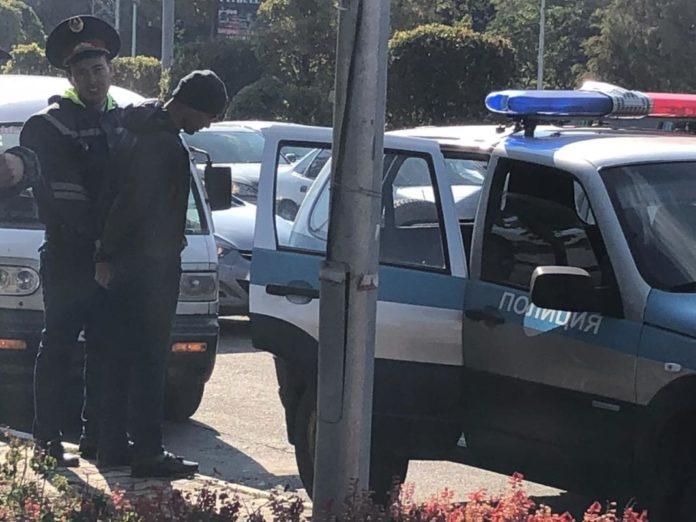 В Шымкенте при задержании подозрительных лиц ранен полицейский