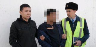 У пьяного водителя в Туркестанской области обнаружили оружие и наркотики