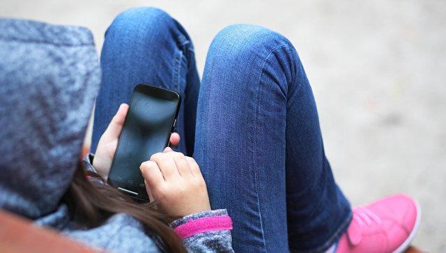 подросток и телефон