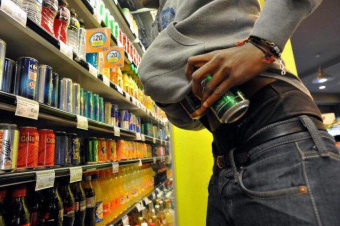 подростки воруют в магазинах
