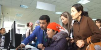 Казахстанские звезды пошли в народ