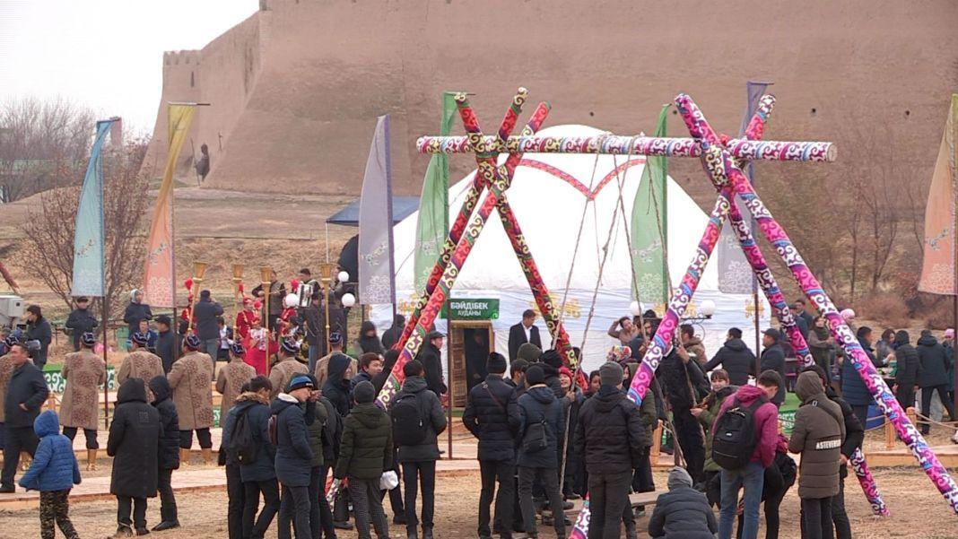 В Туркестан приехали казахи, проживающие в других странах