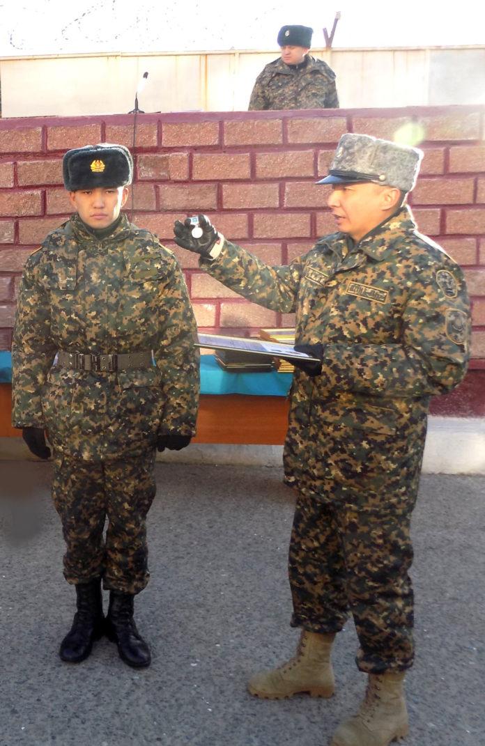 В Шымкенте проводили отслуживших гвардейцев в запас