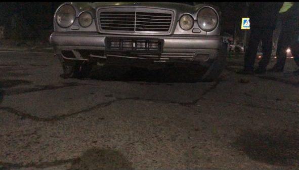 По улице Ташенова ночью произошло странное ДТП