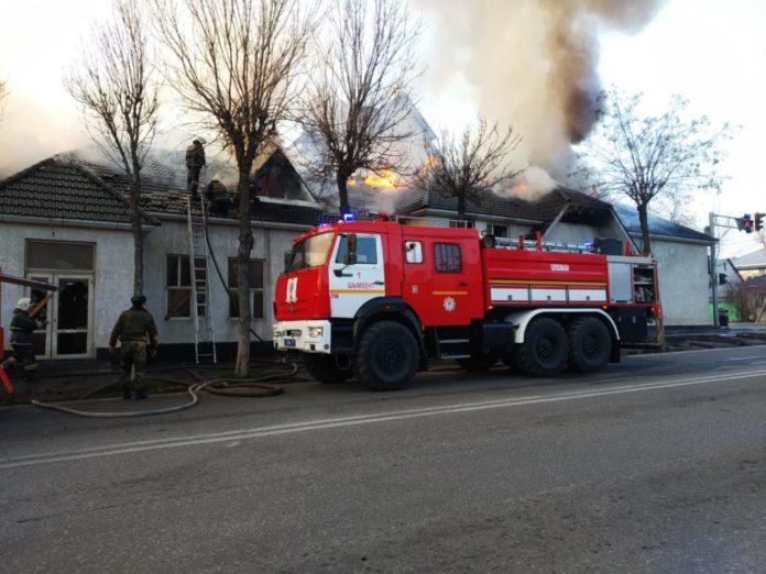 В Шымкенте горел дом-призрак