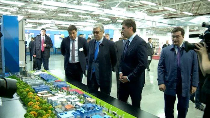 Касым-Жомарт Токаев побывал на текстильном предприятии Шымкента