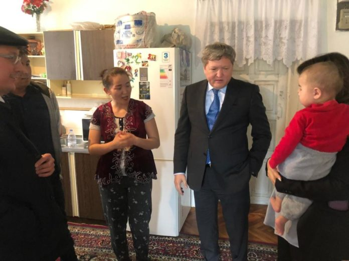 Руководитель горздрава посетил ребенка, которому сделали клизму кипятком