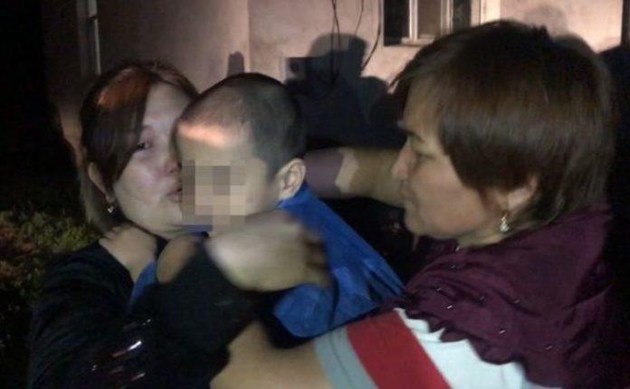 В Туркестанской области полицейские вернули родителям пропавшего ребенка