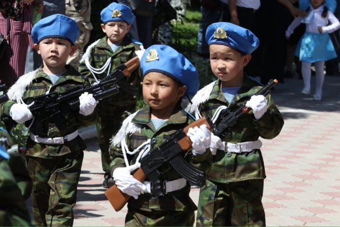 В Толебийском районе малыши приняли участие в параде Победы