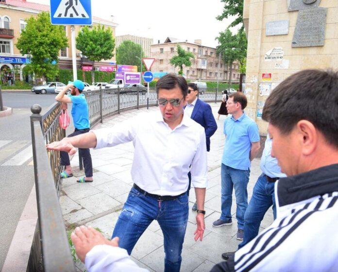 Объезд акима Шымкента по городу (улица Байтурсынова)