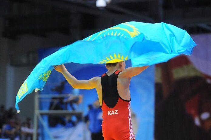 Чемпионы с флагом Казахстана