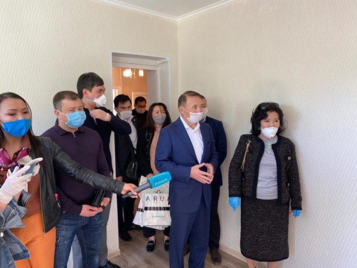 Семье с двенадцатью детьми подарили квартиру бизнесмены Шымкента