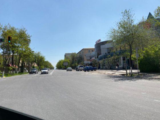 Автомобили на дорогах Шымкента во время карантина