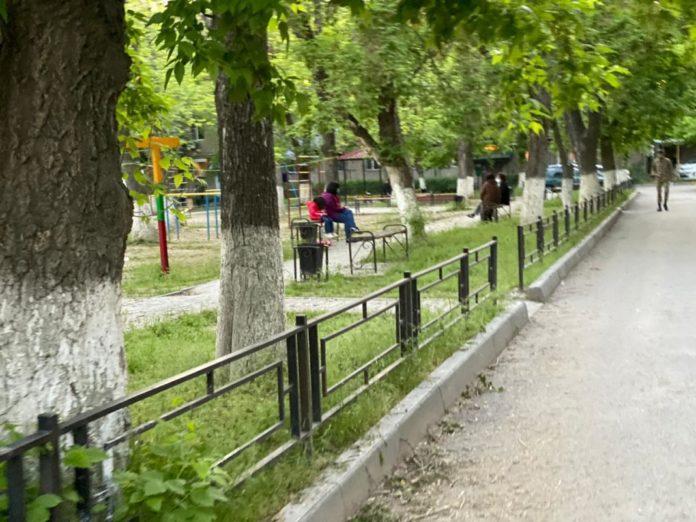 Двор в Шымкенте во время карантина