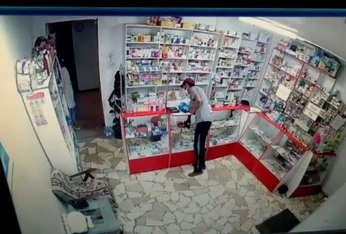 кража телефона из аптеки