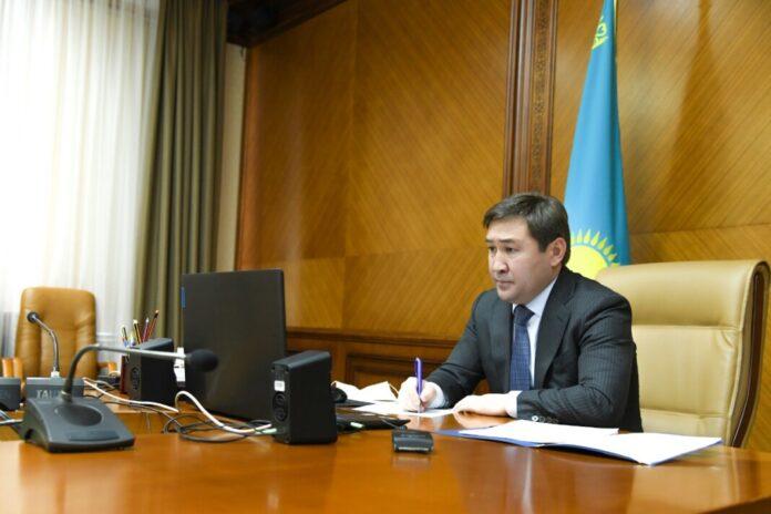 Аким города Шымкент Мурат Айтенов провел прием граждан в онлайн режиме