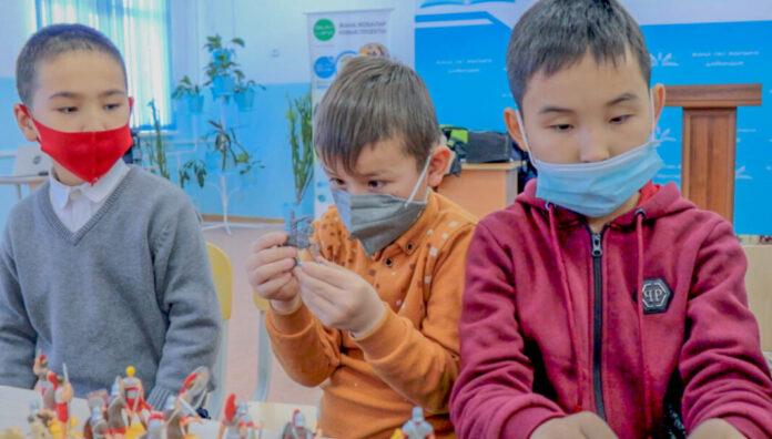 Выставку фигурок солдатиков и воинов разных эпох организовали для учеников младших классов школы-лицея № 24 г. Шымкента