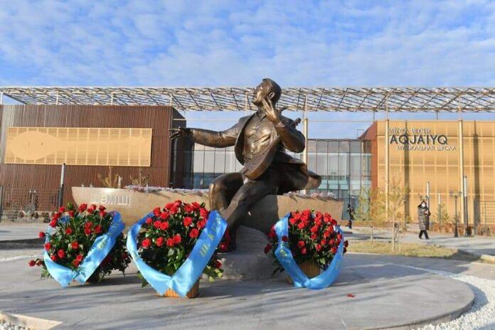 памятник в Туркестане