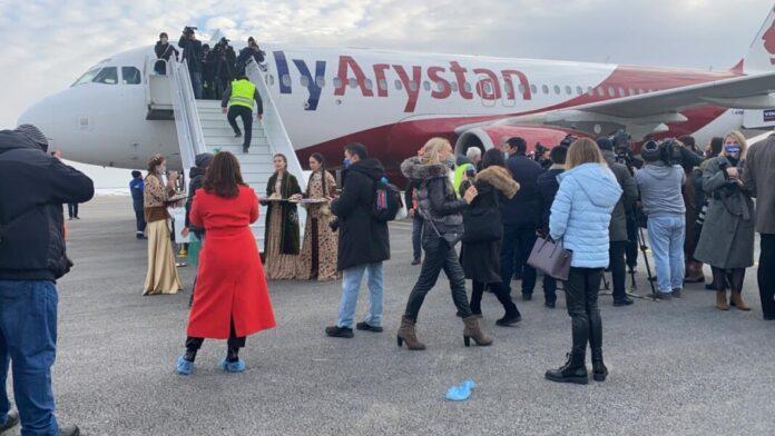 Первый самолёт с пассажирами приземлился в международном аэропорту Туркестана