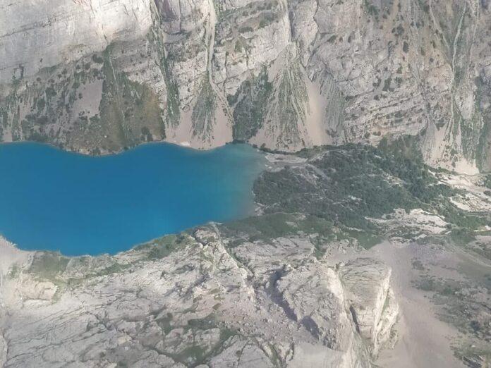 озера