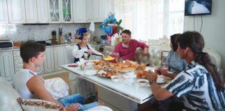 Цирк да и только: Как живут татары в Шымкенте?